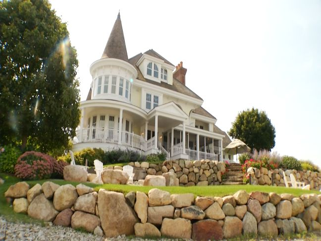 Amazing northern michigan homes lake michigan victorian for House builders in michigan