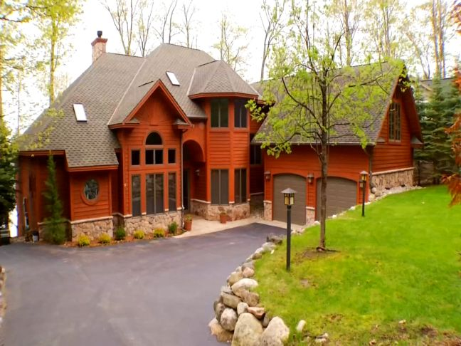 Amazing northern michigan homes torch lake beauty for Michigan home builders