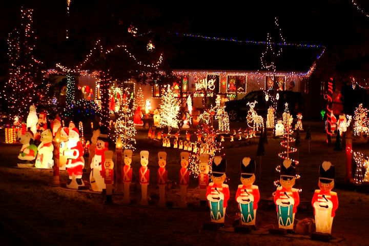 - MTM On The Road: Christmas Light Display In Mio