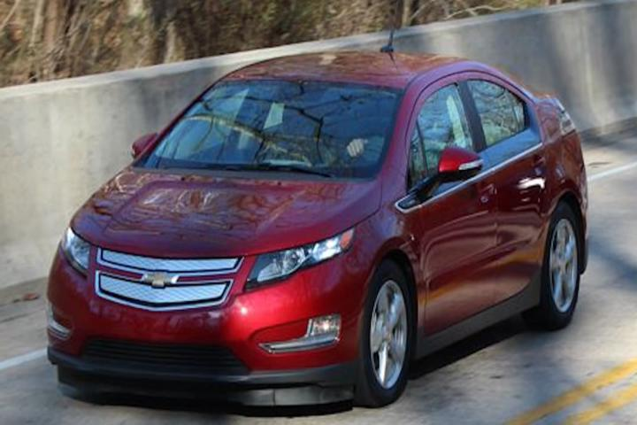 Chevrolet Volt Gets a Little Cheaper