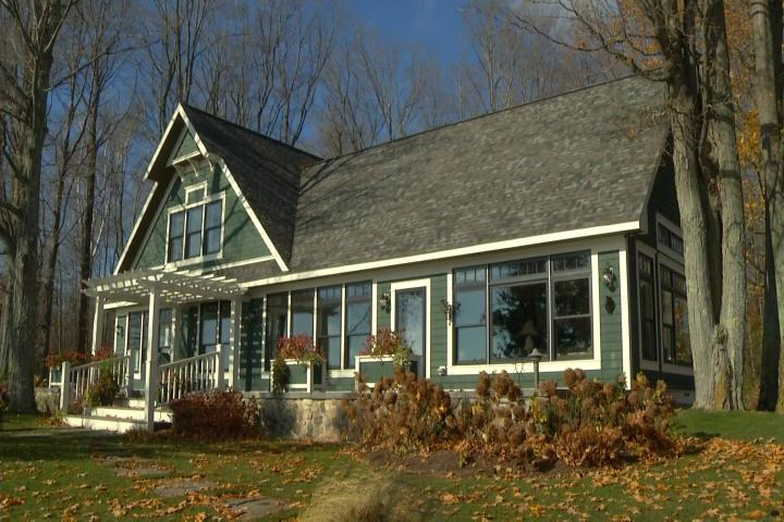 Amazing northern michigan homes lake charlevoix cottage for Cottage builders in michigan
