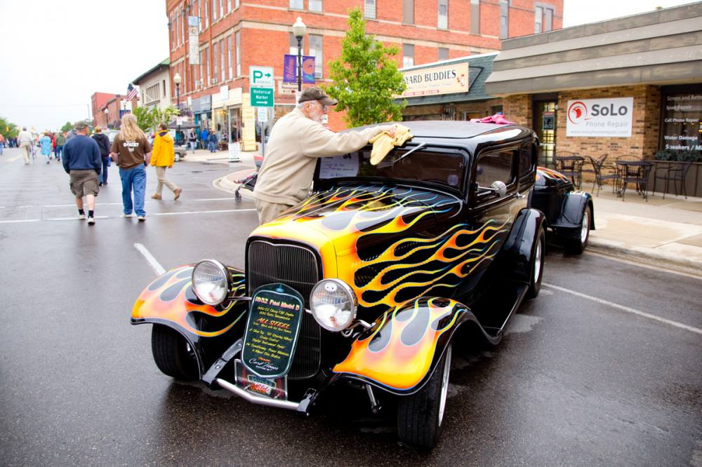 Cadillac Car Shows >> Cadillac Businesses Locals Gear Up For Cadillac Lakes