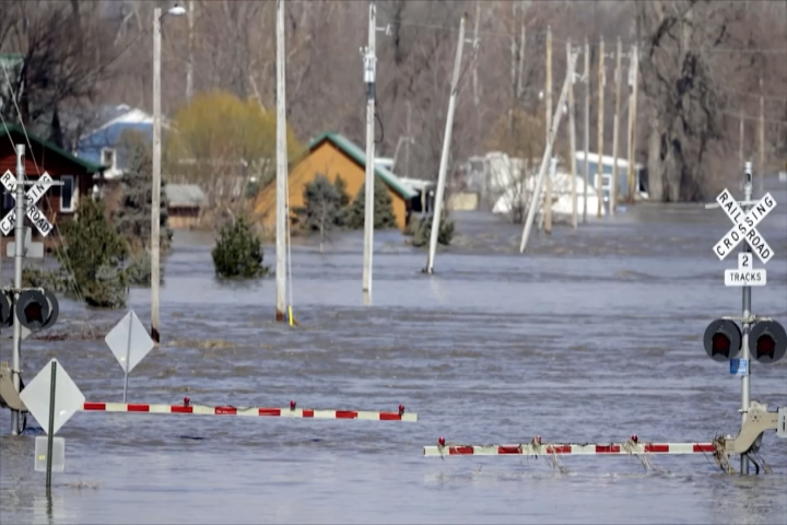 Flooding Continues to Plague Midwest - 9 & 10 News