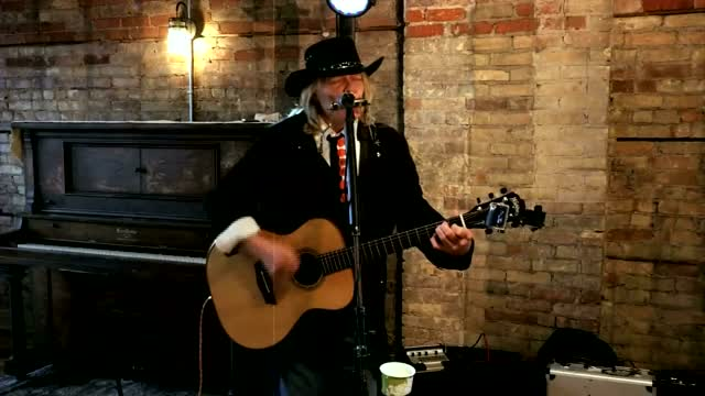 "Four Friday Sessions: (full Version) Dan ""walleye"" Smith Performs 'wolverine'"