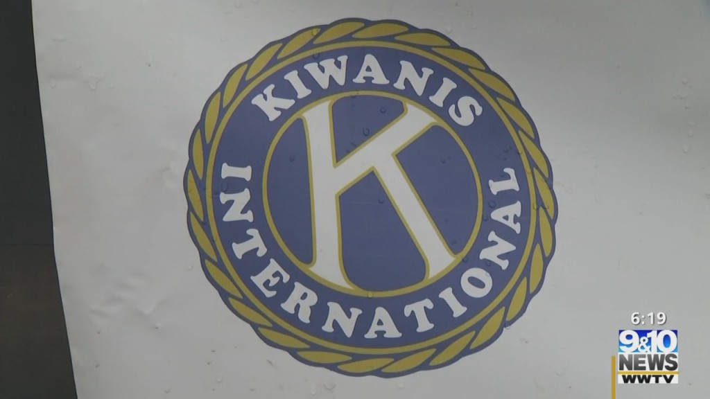Kiwanis Club Of Gaylord Holds Food Drive For Local Families