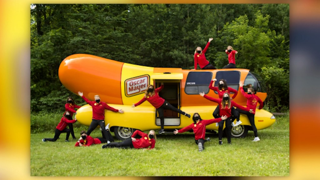 Oscar Meyer Wienermobile Team Vo 11 70220