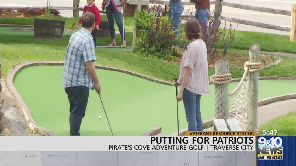 Putting For Patriots At Pirate's Cove Adventure Golf