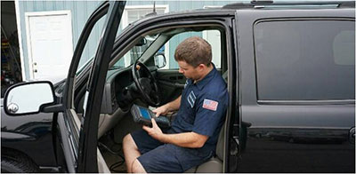 Chip Wright from Pete's Garage Inc. using a Tech2 to solve a drivability issue on a 2004 GMC.