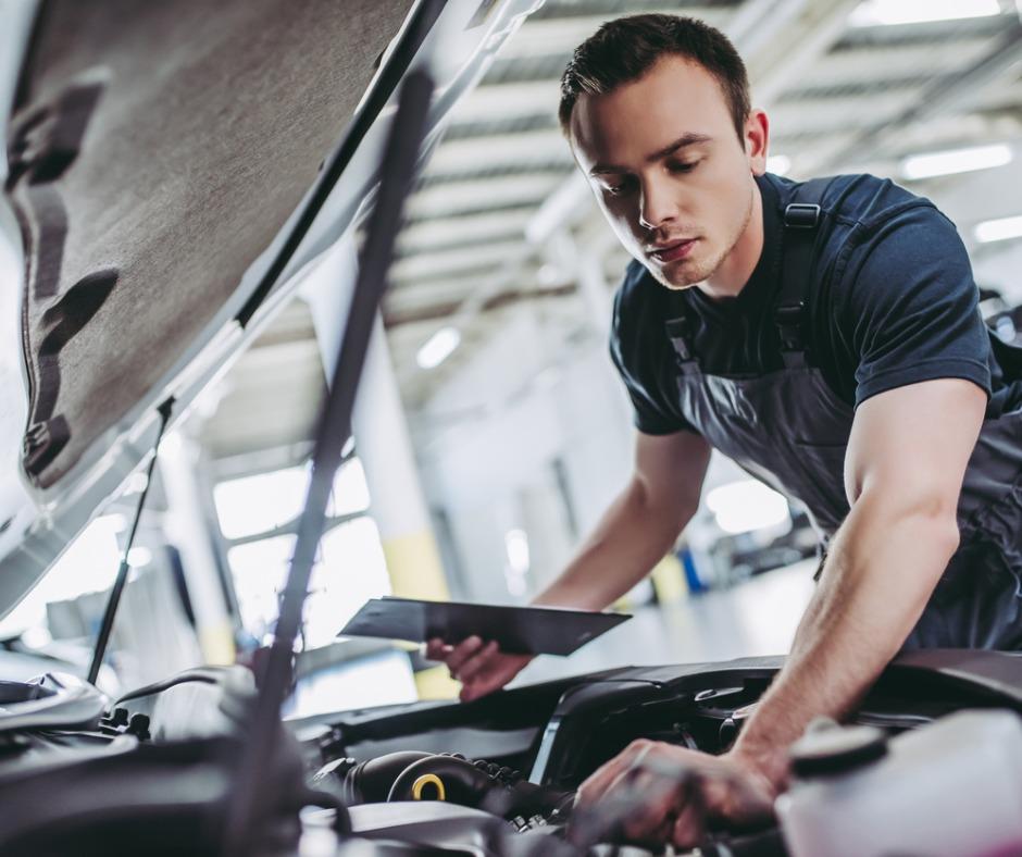 Handsome Auto Service Mechanics Picture Id898484854