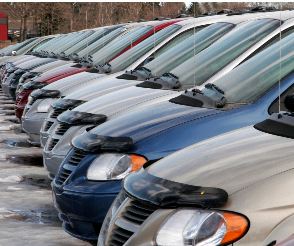 Cars In A Row At A Car Dealership Picture Id144325864