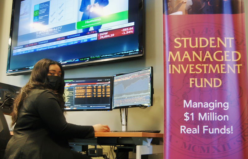 Loyola Bloomberg Terminal Photo With Student Carrie Elizabeth Smith
