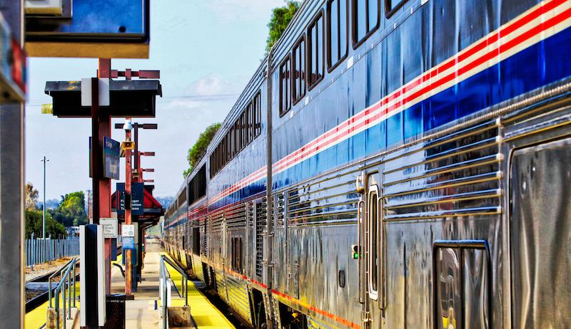 Amtrak Coast Starlight (los Angeles Seattle) Passing Moorpark Station Hdr