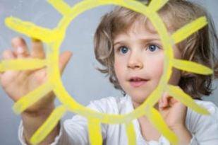 Istock 7276663 Preschoolgirlpaintssun 315web