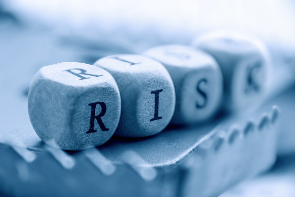 """Dices,are,arranged,in,a,word,""""risk"""",on,a,rat"""