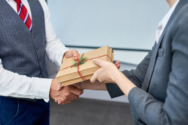 What are the trending corporate gifts?