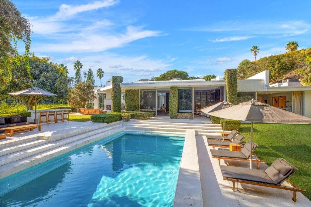 Ellen DeGeneres Former Midcentury Home Is Up for Rent Pool