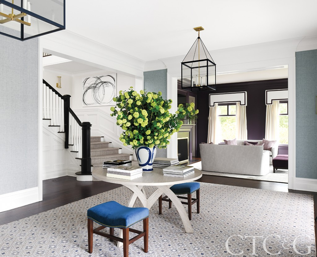 Foyer decorated with blue and gray tones.
