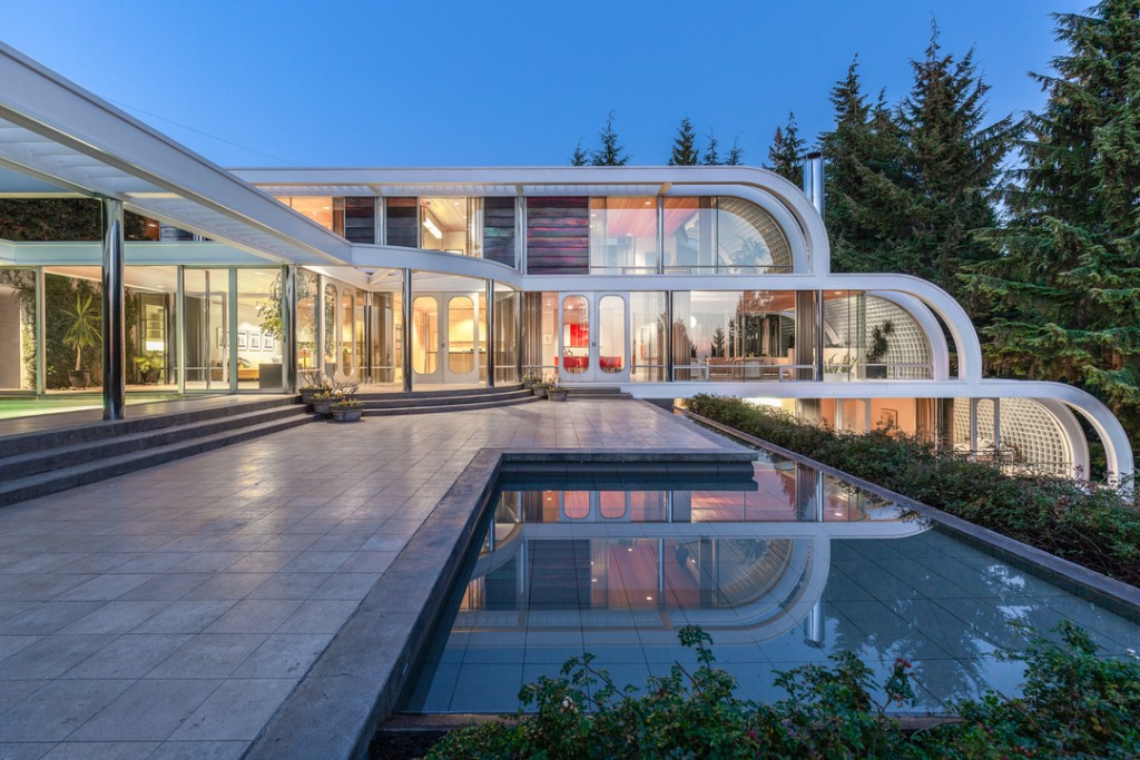 Iconic Candian Home's pool