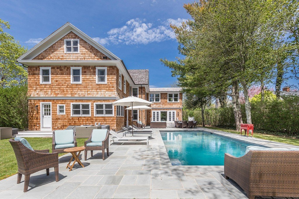 Bethenny Frankel Bridgehampton home pool
