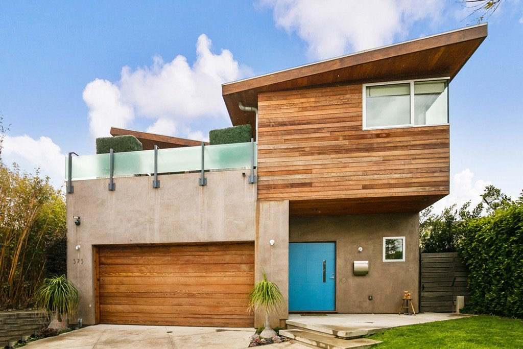 Jennifer Love Hewitts Pacific Palisades Home Lists For 4 2m Exterior Day