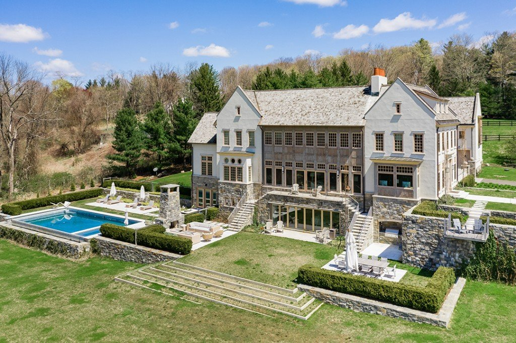 Filmmaker Barry Levinsons Former Redding Ct Estate Hits The Market Exterior