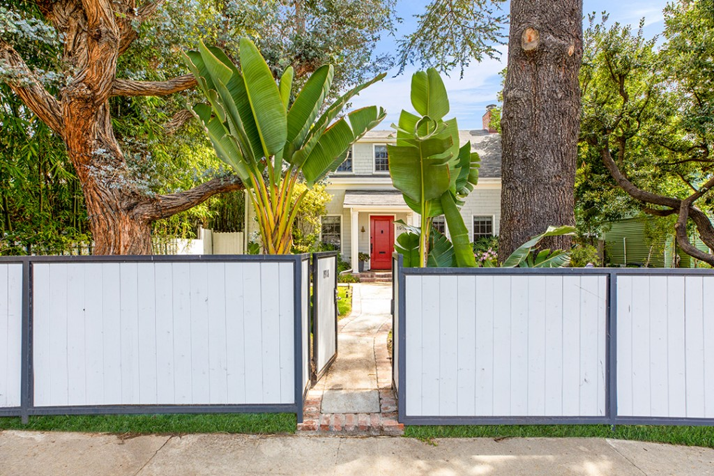 Stylist To The Stars Cher Coulter Lists A Whimsical 1915 Built La Home Exterior C