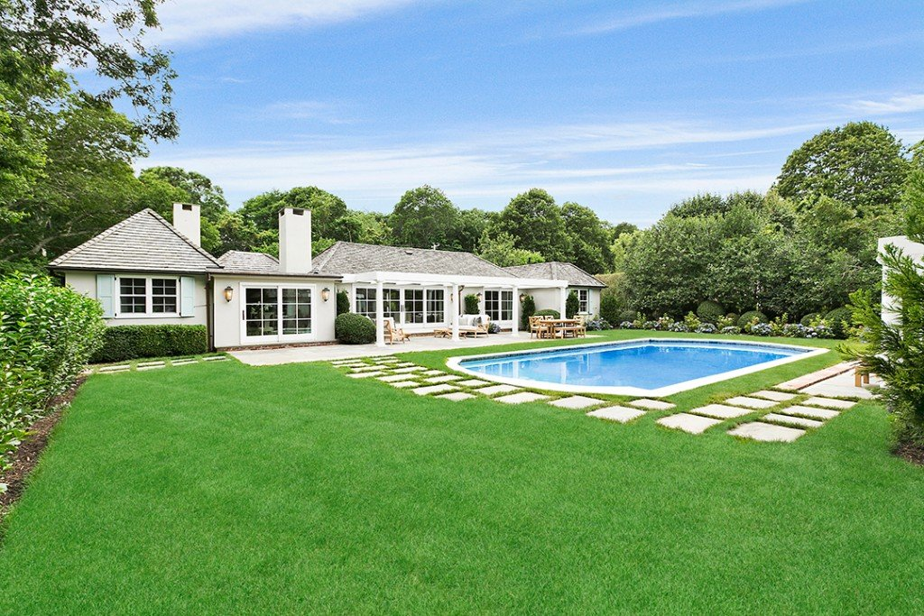 Rachael Ray Parts Ways With 6 Acre Southampton Retreat For 3 25m Pool