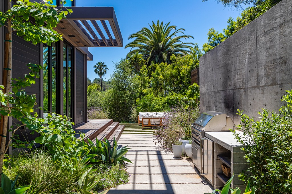 Will Arnett Lists His Swanky Custom Built Beverly Hills Home For 11m Outdoor Kitchen