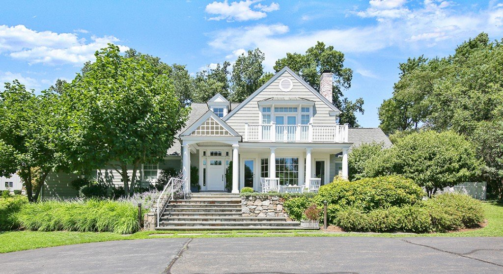 Idyllic Coastal Green Home In Fairfield County Seeks 1 5m Front
