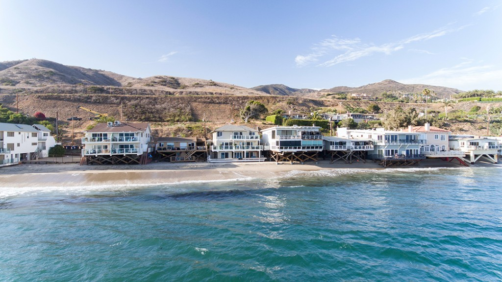 J Lo And A Rod Nab A Buyer For Their Breezy Malibu Modern Exterior