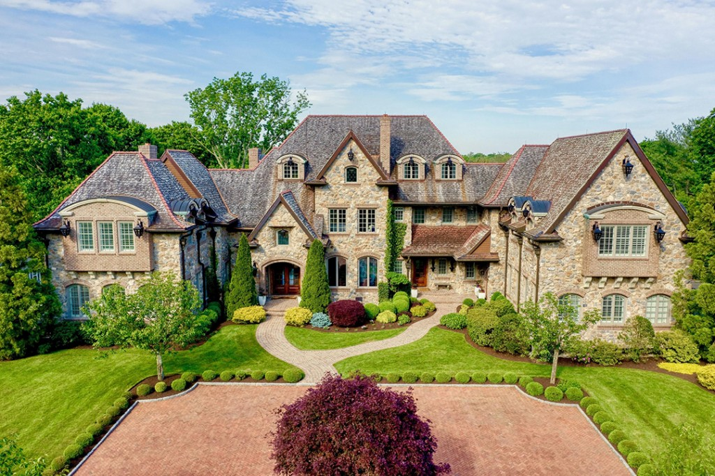 Jetblue Founders Rustic New Canaan Estate Asks 7 8m Facade