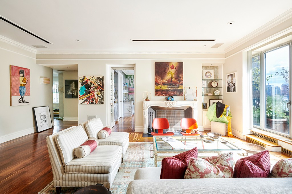 John Lennons Famous Manhattan Lost Weekend Penthouse Hits The Market Living Room B