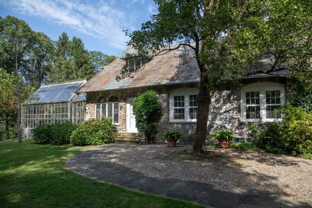 Morley Safer 60 Minutes Cheshire Ct Exterior