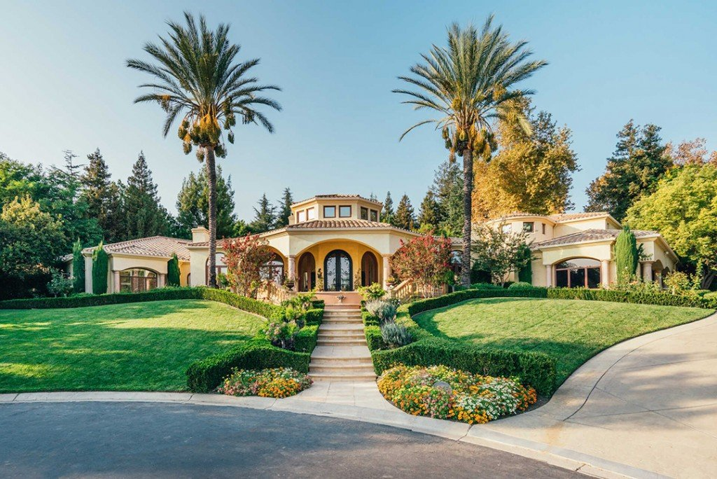 Rockstar Nikki Sixx Lists Bold Yet Serene Mediterranean Mansion For 5 6m Walkway