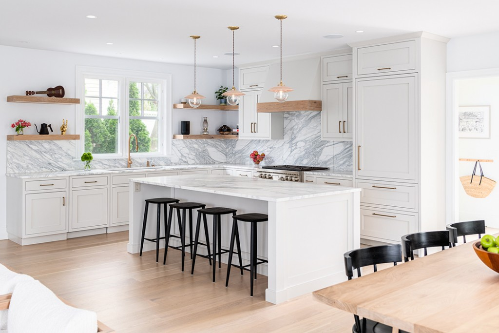 Young Familys Rowayton Home Balances Timeless Elegance And Trends Nukitchens Kitchen B