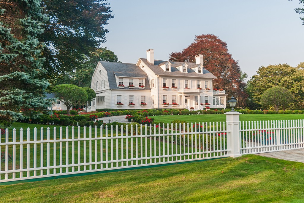 A Legendary Sale East Hamptons Iconic White House Sells At Last