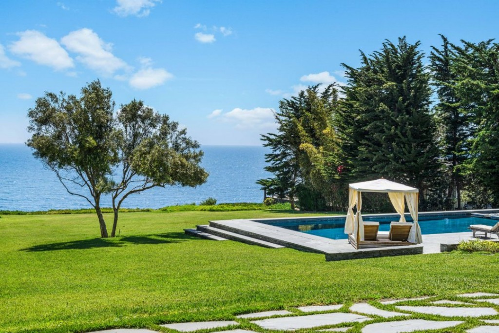 Shaun White Malibu Mansion Lawn I