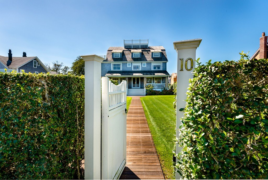 Traditional Nantucket Home Where A Legacy Can Be Built Asks 18m Street View