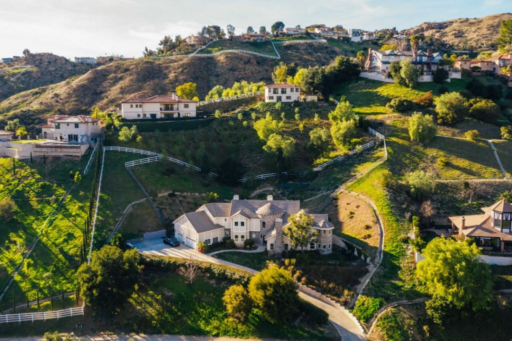 Shaquille Oneal Sells Bell Canyon Home Aerial