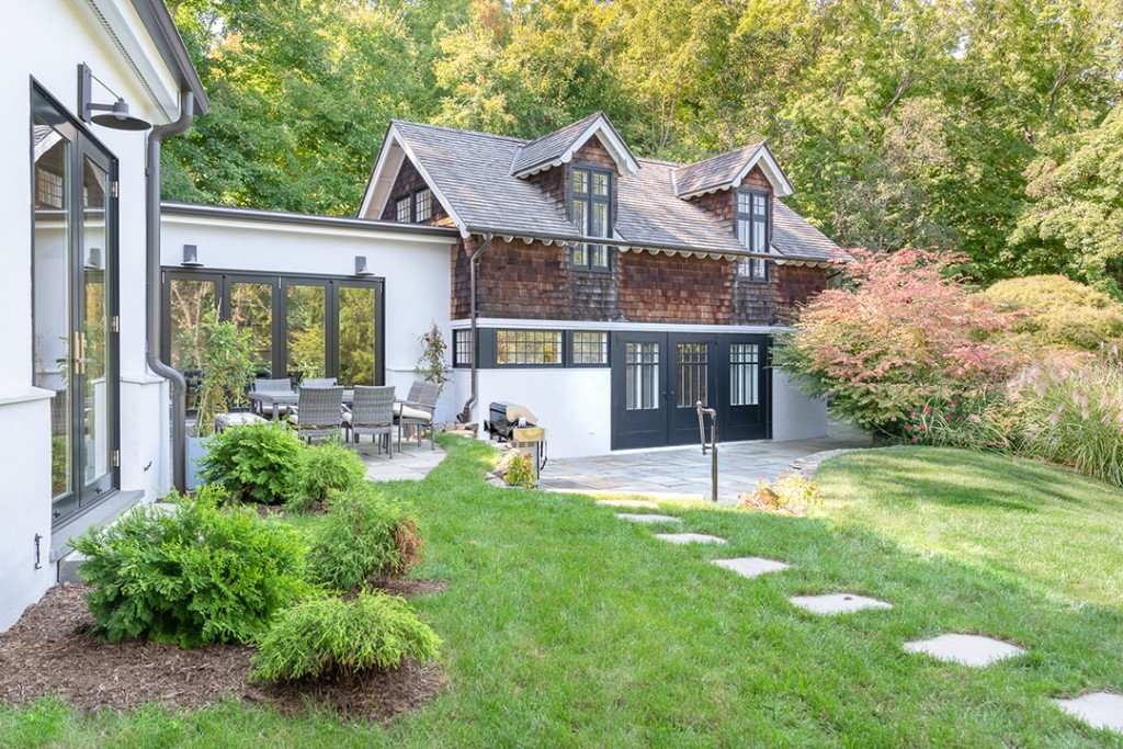 Modernized Historic Carriage House In Snedens Landing Asks 4m Carriage House