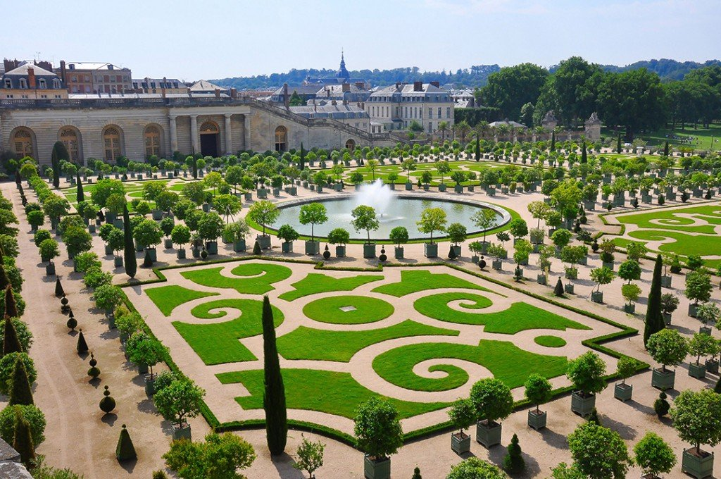 First Hotel On Palace Of Versailles Grounds Will Finally Open This Summer Le Grand Controle Facade