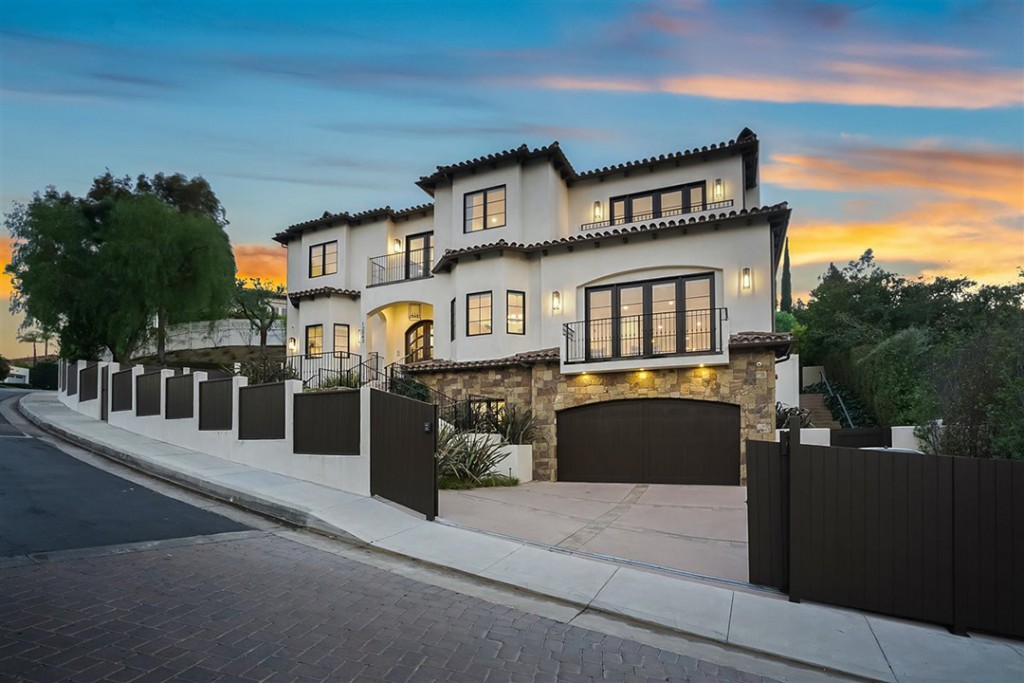 Serena William Lobs Her Chic Beverly Hills Home Onto The Market Facade