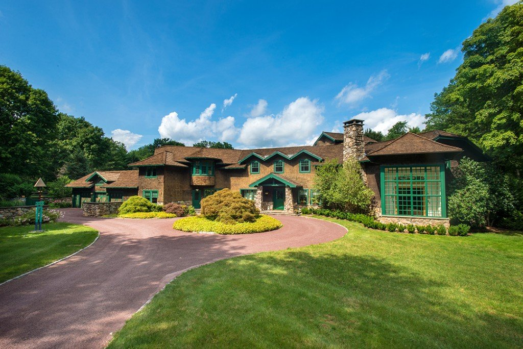 Robert A M Stern Designed This Arts Crafts Style Home For Sale In Greenwich Driveway