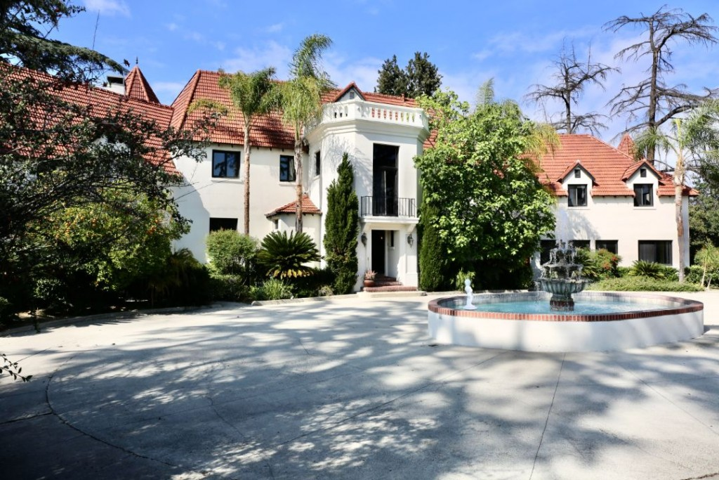 Phil Spector Sells Pyrenees Castle Motor Court