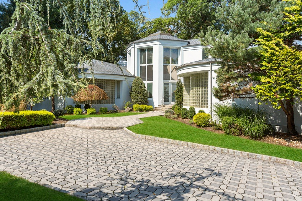 Gloria Gaynor Longtime New Jersey Home Hits The Market Driveway
