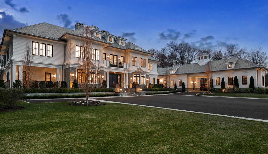 Lavish Backcountry Greenwich Estate Asks 17 5m Front View
