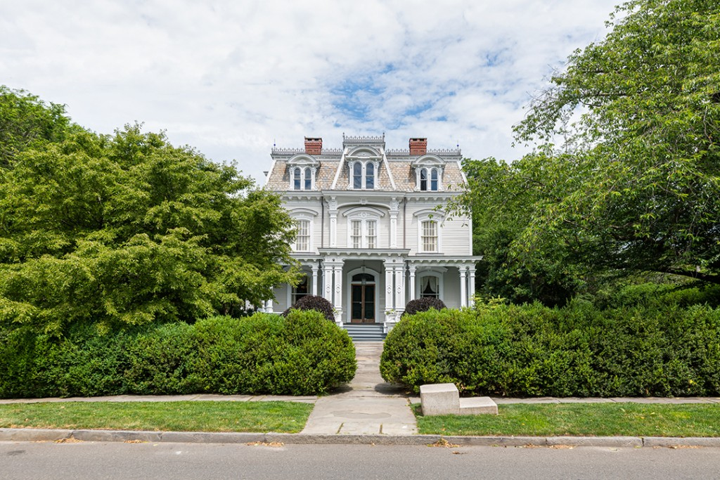 Enchanting Victorian Harkening To Gilmore Girls Lists In Southport Ct Exterior