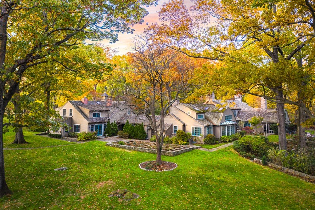 Mamaroneck Home Built For A Famous Nyc Schaefer Beer Brewer Seeks 4m Devin Groody