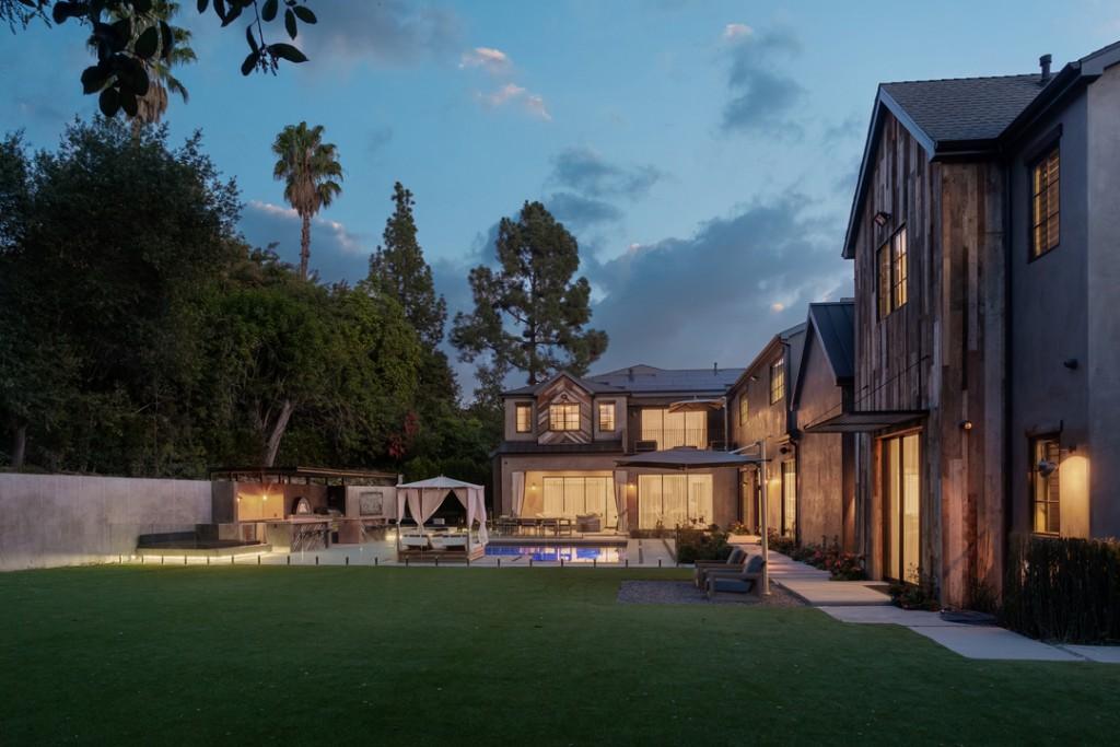 Kelly Clarkson Sells Encino Los Angeles Home Backyard