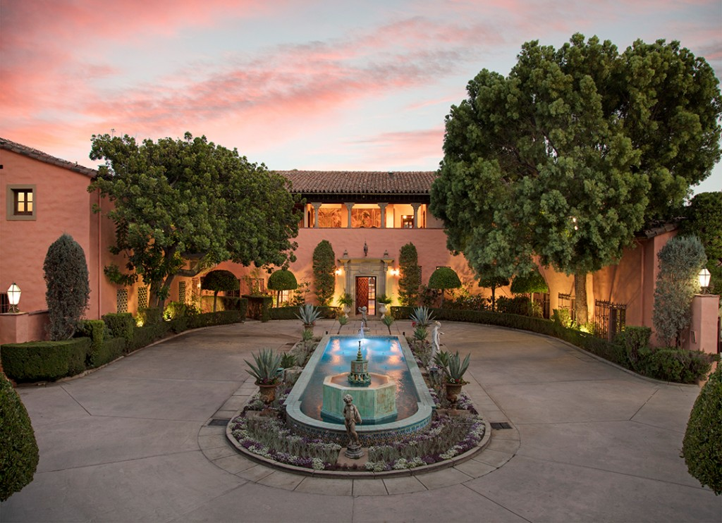 Las Iconic Hearst Estate Where Jfk And Jackie Honeymooned Just Sold At Auction Twilight Front Photo By Jim Bartsch